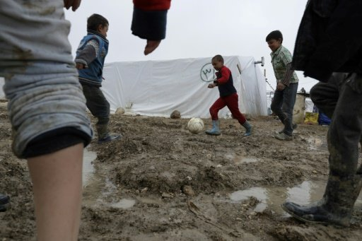 ثلاثة ألاف لاجئ سوري يخلون خيامهم بموجب إنذار من الجيش اللبناني