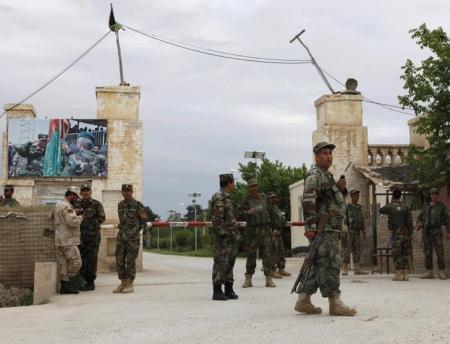 140 قتيل في هجوم على قاعدة عسكرية للجيش الأفغاني