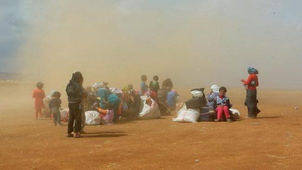 سوريون عالقون بالحدود الجزائرية المغربية يناشدون البلدين إنقاذهم