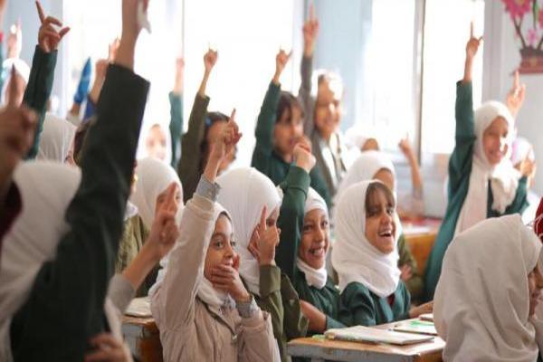 اليونيسف تقول إنها أوقفت دعمها لطباعة الكتب المدرسية بعد تحريفها من قبل الحوثيين