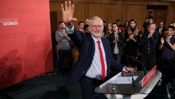 """زعيم المعارضة البريطانية يتعهد بالاطاحة بـ """"النظام المزيف"""""""