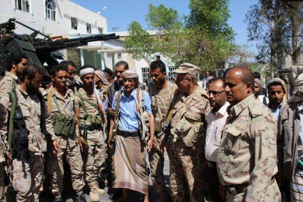 تعز: قوات من الجيش تتسلم عدد من المنشآت الحكومية