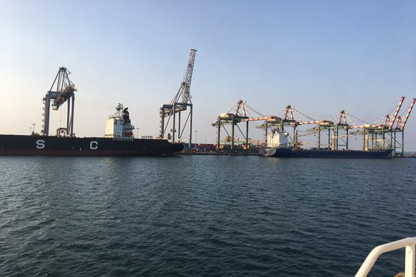 نائب وزير النقل يعلن إيقاف ميناء الحديدة وايجاد بدائل عنه