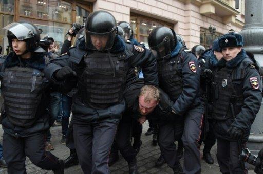 الشرطة توقف عشرات الأشخاص خلال تظاهرة للمعارضة في موسكو