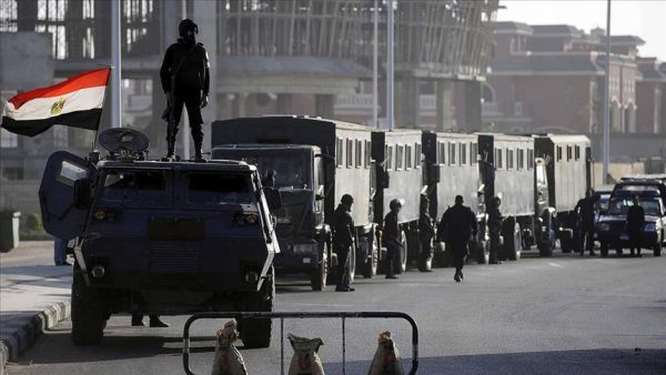 الحكومة المصرية توافق على إعلان حالة الطوارئ بالبلاد لمدة 3 أشهر