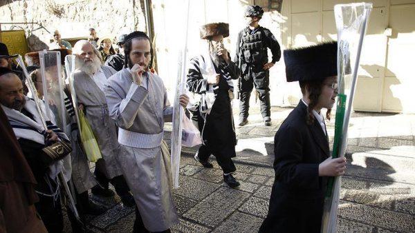 مستوطنون إسرائيليون يجددون اقتحامهم للمسجد الأقصى
