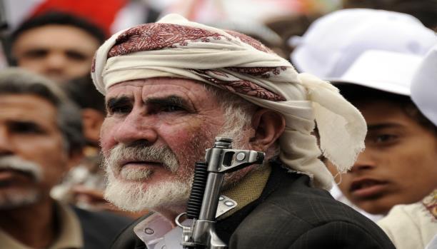لماذا يتصارع طرفي الانقلاب في صنعاء على أموال التأمينات؟