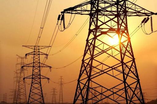 الحكومة تعلن عن مناقصتين لشراء وقود للمستهلكين ومحطات الكهرباء