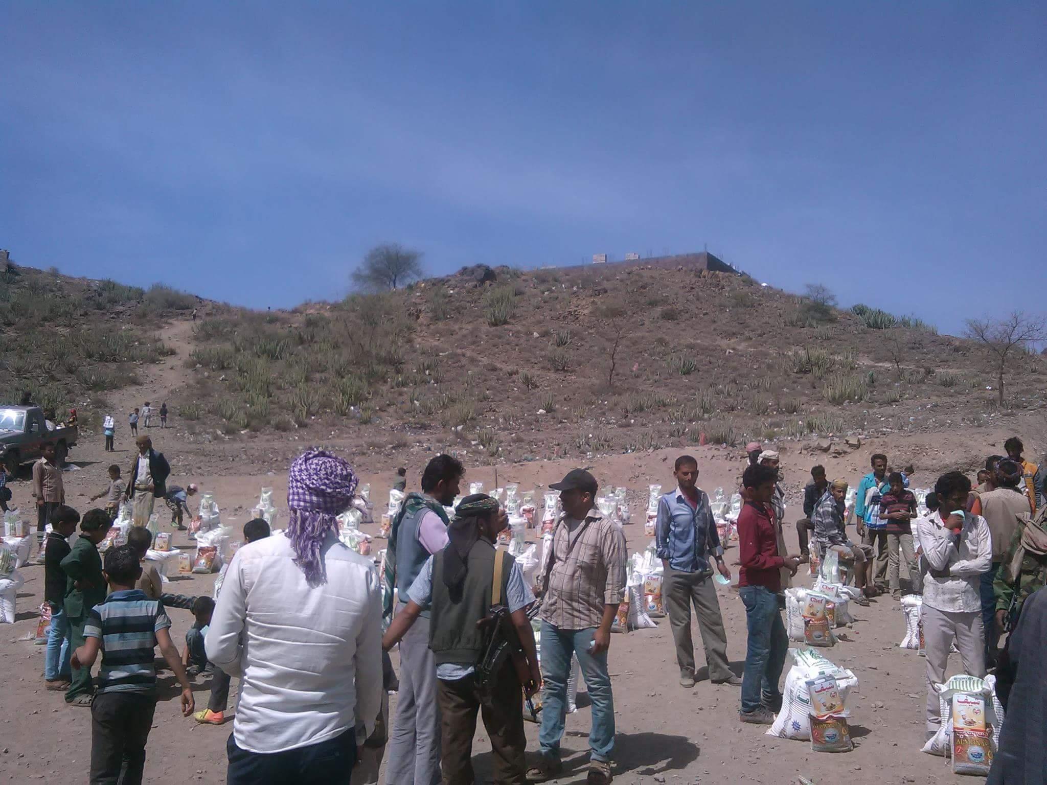 الضالع: جمعية الرساله توزع 150 سلة غذائية للنازحين في مريس