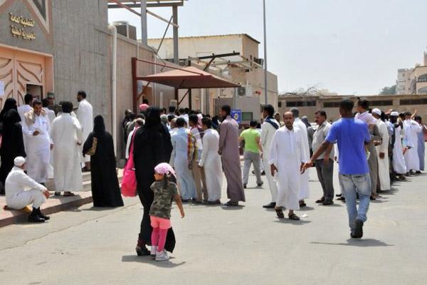 الحكومة تثمن قرار السعودية فتح مكتب القنصلية لإصدار تأشيرات لليمنيين