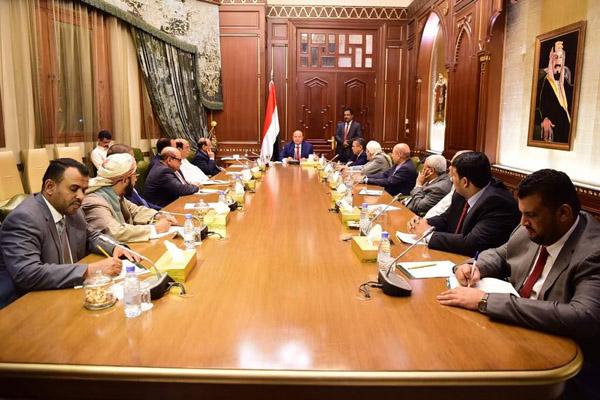 """اجتماع الرئيس بمستشاريه يرفض """" المجلس الانتقالي الجنوبي"""" ويخول الرئيس اتخاذ ما يلزم"""