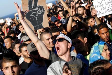 الأمن المغربي يفرق مظاهرة بالقوة في العاصمة