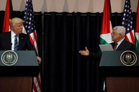 """الرئاسة الفلسطينية: قرار ترامب بتأجيل نقل السفارة الأمريكية """"يعزز فرص السلام"""""""