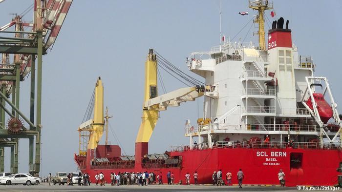 Jemen Aden Schiff mit Hilfsgütern aus den vereinigten arabischen Emiraten (Reuters/Stringer)