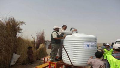بتمويل مركز الملك سلمان.. وكيل محافظة مأرب يدشن مشروع الامداد المائي للنازحين