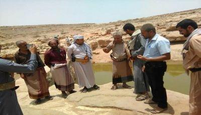 محافظ صنعاء يوفد لجنة رسمية للاطلاع على أوضاع السكان والنازحين في نهم