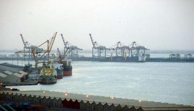 عدن: إنشاء مكتب خاص لعمال الشحن والتفريغ بميناء المعلا