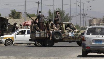 مليشيات الحوثي بإب تداهم منطقة بمديرية القفر وتنهب عدد من المنازل