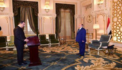 """محافظ البيضاء """"الرصاص"""" يؤدي اليمين الدستورية أمام الرئيس هادي"""