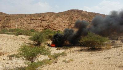 شبوة: مواطنون يشكون تسرب خام البترول واشتعال النيران فيه