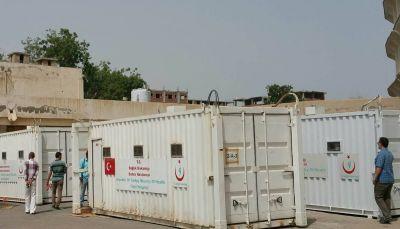 الهلال الأحمر التركي يسلم لمحافظة تعز مستشفى ميداني