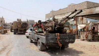 أبين: مقتل جنديين وستة من عناصر القاعدة في تفجير انتحاري بمعسكر للجيش