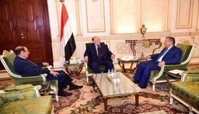 مصدر حكومي: عودة قريبة لهادي ونائبه وبن دغر وأعضاء النواب والشورى إلى عدن