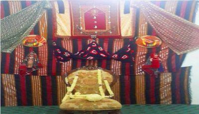 """""""الزي التقليدي الصنعاني"""" يفرض أناقته على النساء في الأفراح ويتحدى الموضة"""
