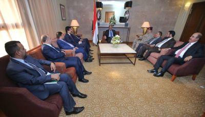 الفريق الأحمر: توجيهات رئاسية بصرف مرتبات موظفي الدولة في المؤسستين العسكرية والمدنية