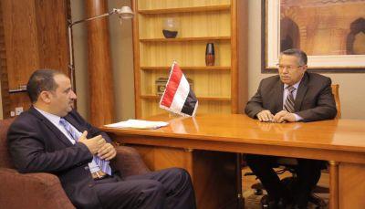الحكومة توجه بتوفير منح علاجية لجرحى مقاومة البيضاء وتؤكد عزمها استعادة العاصمة