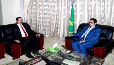 السفير العرادة يبحث مع ناطق الحكومة الموريتانية الوضع الانساني في اليمن