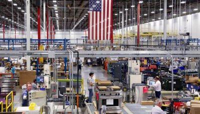 طلبيات المصانع الأمريكية تسجل أكبر هبوط في حوالي ثلاث سنوات
