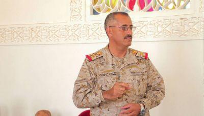 رئيس الأركان اليمني يكشف أسباب الجمود في الجبهات ويقول: الأيام القادمة حبلى بالمفاجآت