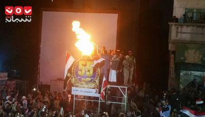 بالصور.. الالآف يحتشدون في تعز لإيقاد شعلة ثورة 26 سبتمبر بحضور حكومي