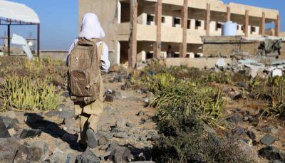 """في يومهم العالمي.. المعلمين اليمنيين """"بلا رواتب"""" منذ عام والمدارس مغلقة"""