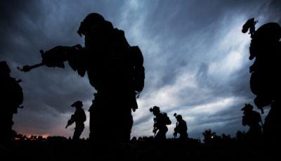 موقع أمريكي: الإمارات زودت الأمريكان بمعلومات خاطئة في عملية الإنزال الجوية بالبيضاء