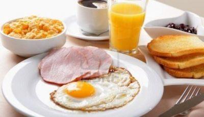 تجاهل وجبة الإفطار قد يصيبك بتصلب الشرايين