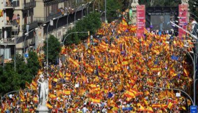 350 ألف مشارك في أول تظاهرة مناهضة لاستقلال كاتالونيا في برشلونة