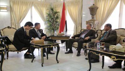 الصين تعفي اليمن من الديون البالغة  700 مليون يوان.. ووصول الدفعة الثانية من مساعداتها