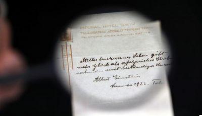 بيع معادلة أينشتاين من أجل حياة سعيدة في مزاد مقابل 1.3 مليون دولار