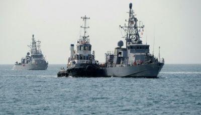 مدمرة أميركية تساعد سفينة صيد ايرانية هاجمها قراصنة