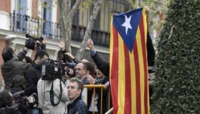 القادة الانفصاليون الكاتالونيون يمثلون أمام محكمة مدريد
