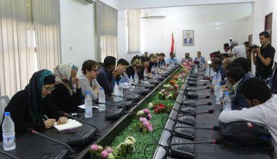محافظ مأرب يلتقي 20 صحفياً وإعلامياً أمريكياً وأوربياً يزورون المحافظة