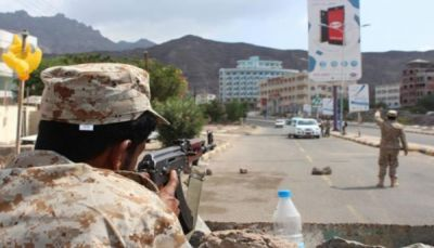 مقتل وإصابة 10 جنود في اشتباكات بين اللواء الرابع وقوة موالية للإمارات بعدن