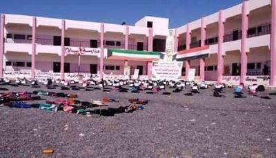 تدشين توزيع الحقيبة المدرسية للطلاب النازحين من الحديدة