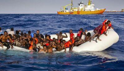 إنقاذ نحو 700 مهاجر في البحر المتوسط وانتشال 23 جثة