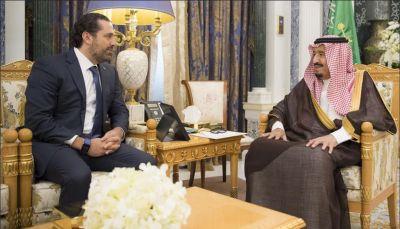"""الملك سلمان يلتقي الحريري بالرياض بعد يومين على استقالته """"المفاجئة"""" من رئاسة الحكومة"""