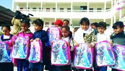 حضرموت: توزيع ألفين و700 حقيبة مدرسية في ثلاث مديريات