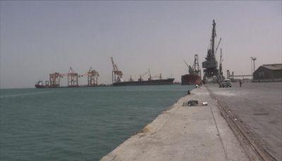 تهديدات حوثية بضرب الملاحة البحرية واستهداف السفن في البحر الأحمر