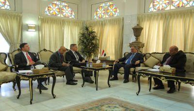سفير أمريكا لدى اليمن: سنعمل على وقف تهريب السلاح الإيراني للحوثيين